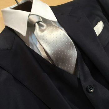 友人の結婚式に着ていくスーツ