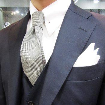 スタッフスナップ-濃紺スーツ-