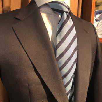 大人ネクタイとは