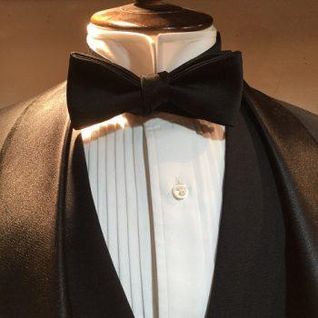 蝶ネクタイの結び方。