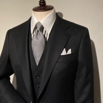 1着は持っておきたいブラックスーツ