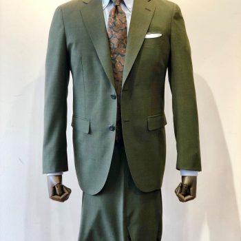 またまたセンス抜群なスーツの紹介です。