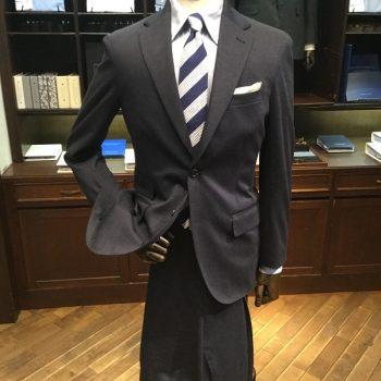 会社に着て行けるジャージースタイル