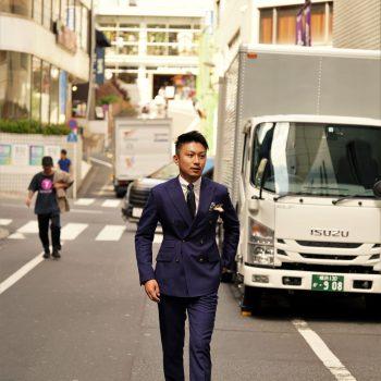 【渋谷 SNAP#07】定番のネイビースーツ。