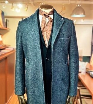 オン・オフ使えるコートのご紹介。