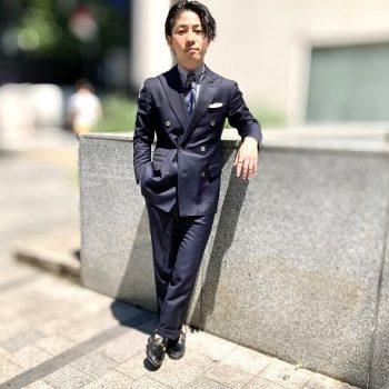 紺のダブルスーツ