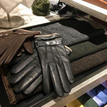 スーツに合わせる冬のアイテム