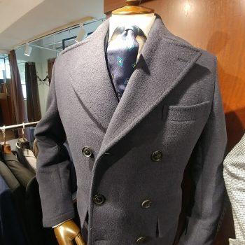 重厚感のあるコートはいかがでしょうか?